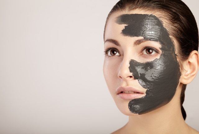 Vegan Jelly And Activated Charcoal Enriched Peel Off Mask