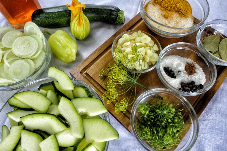 kombucha essig selber machen mit einem leckeren rezept f r eingelegte zucchini natural kefir. Black Bedroom Furniture Sets. Home Design Ideas
