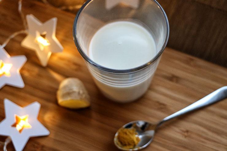Turmeric latte with milk kefir – the golden milk for cold days - kefir turmeric
