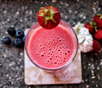 Strawberry banana kefir shake – a fruity summer shake - strawberry banan kefir shake