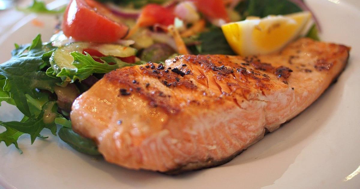 Pesce: quante porzioni mangiare a settimana?