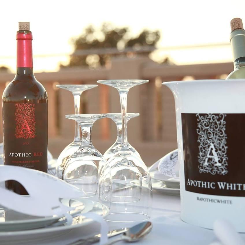 """""""Diner en Blanc"""" """"Apothic Wine"""" """"France"""" """"Naturalbabydol"""""""