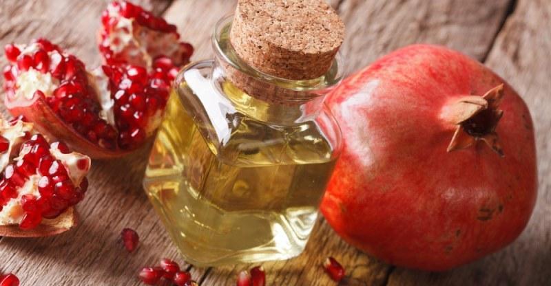 17 Impressive Benefits of Pomegranate Seed Oil