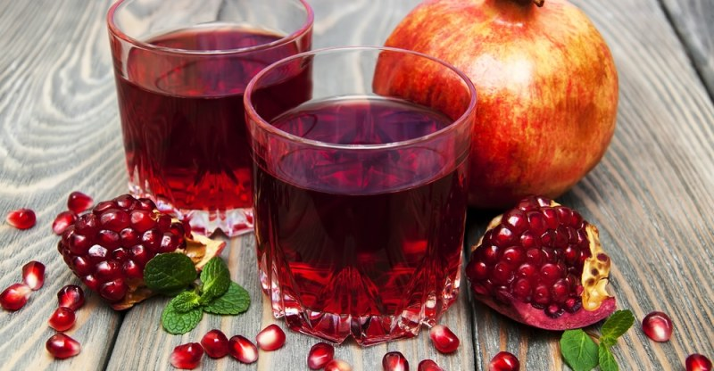 15 Impressive Health Benefits of Drinking Pomegranate Juice