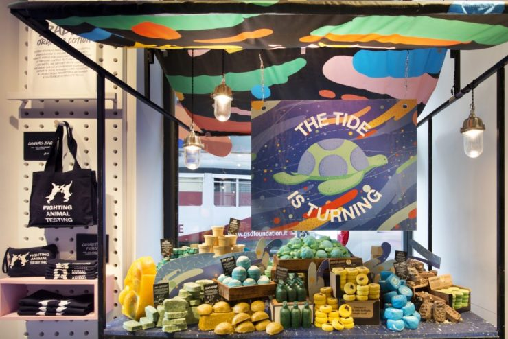 Stand dedicato alla Bath Jelly Bomb Turtle del Lush Naked Shop