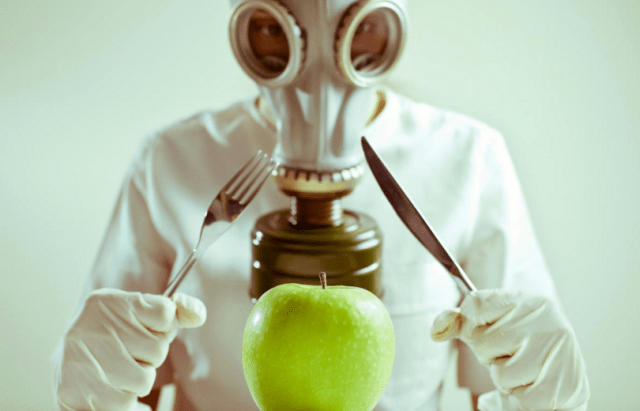 """Image: GMO apples to arrive at """"test stores"""" this month, grocer names remain secretive"""
