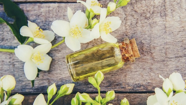 Protect hair and scalp with jasmine oil
