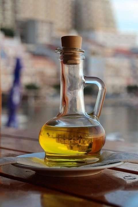 carafe olive oil