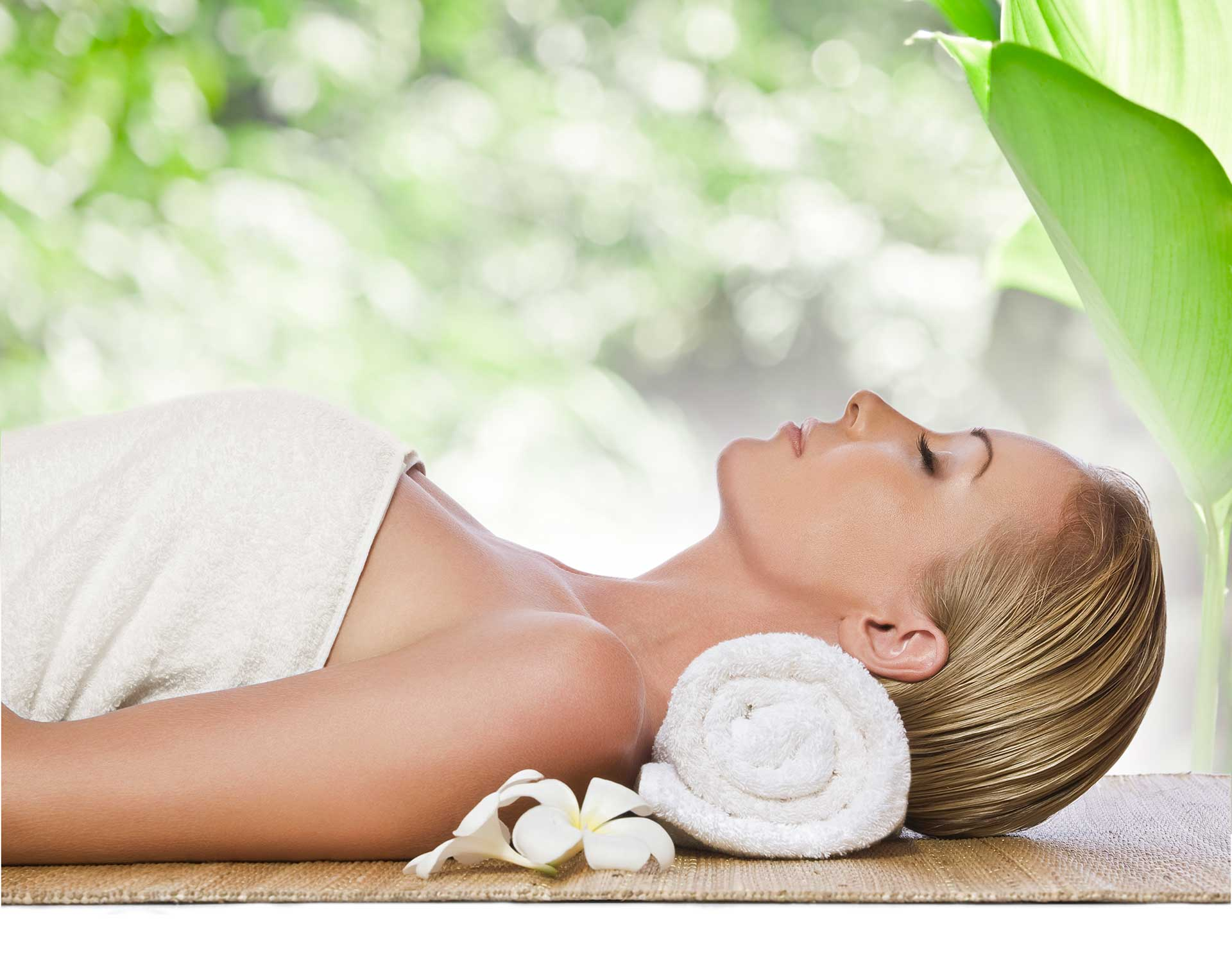 Acupuncture relief lady at spa