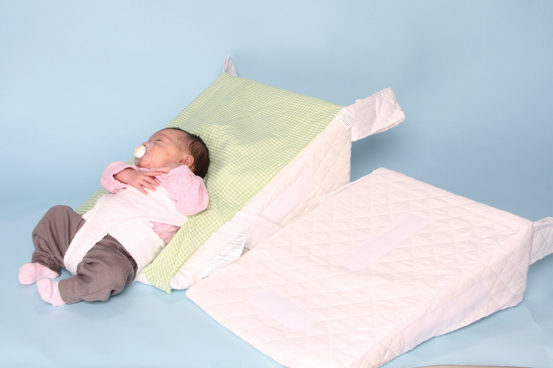 15 degree and 30 degree acid reflux pillow for baby in a