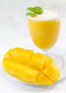 Mango smoothie for skin