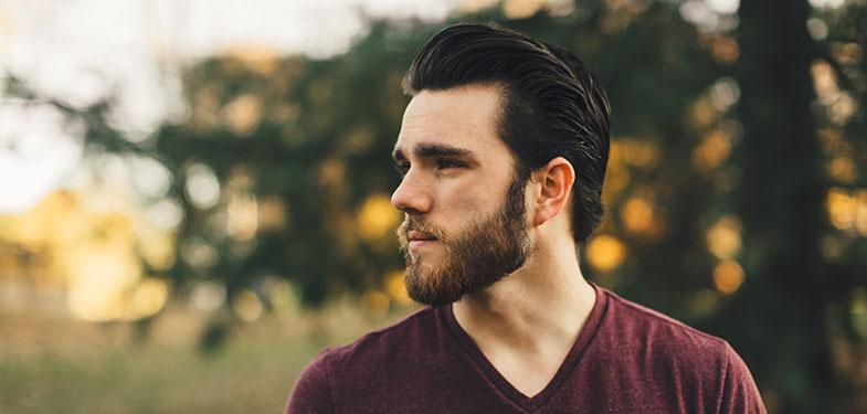 Taillage de la barbe sur les joues