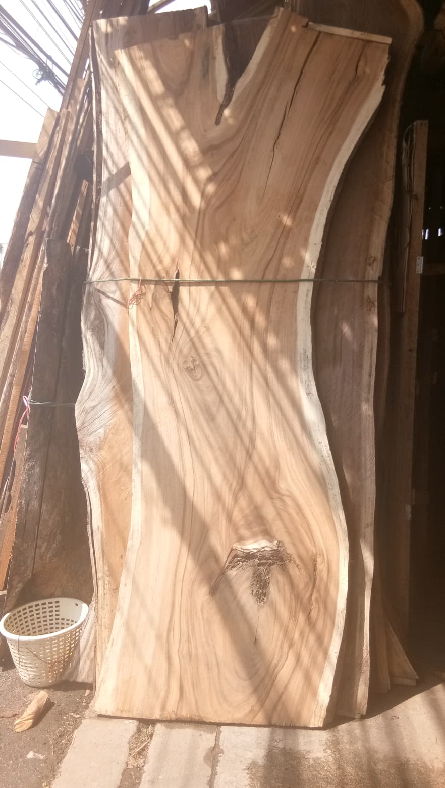 Holzplatte aus Regenbaum Holz  naturelounge24de