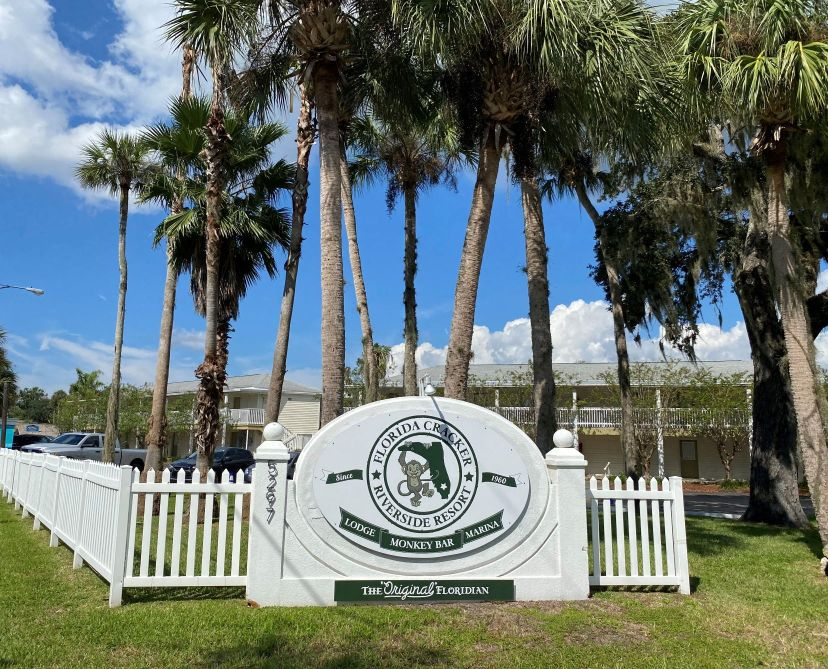FL Cracker resort sign