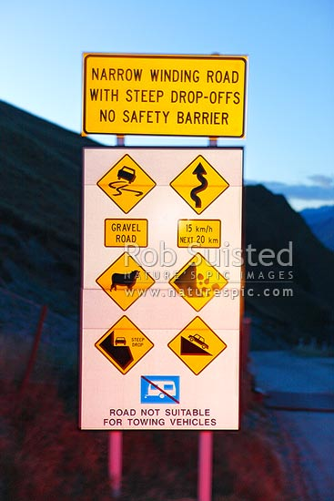 Skippers road warning sign to road users before entering
