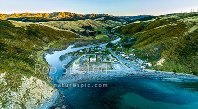 Makara Beach village and Makara Stream estuary in Ohariu ...