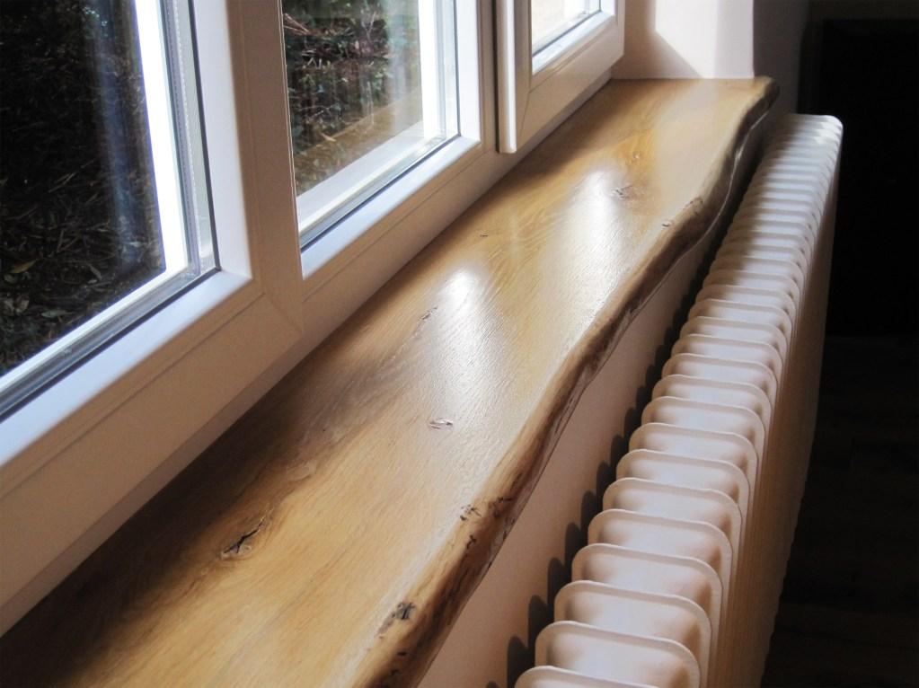 Eiche Fensterbank, Holz Asteiche bzw. Wildeiche mit Naturkante resp. Baumkante, Live-Edge - Einbaubeispiel