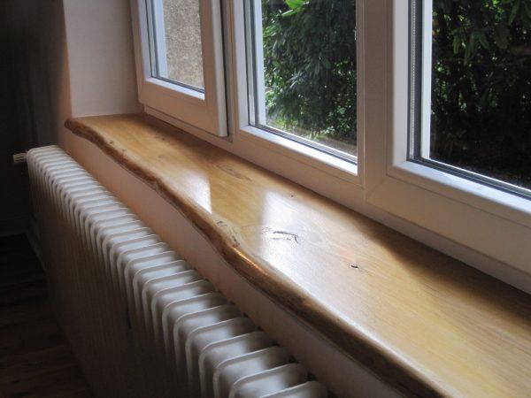 Naturkante bzw. Baumkante Holz-Fensterbank aus Eiche, Asteiche, Wildeiche, Einbau-Beispiel