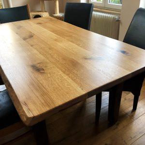 Holz-Tischplatte, Eiche, Wildeiche mit Naturkanten bzw. Baumkanten, geölt und mit Epoxidharz verfüllten Astlöchern