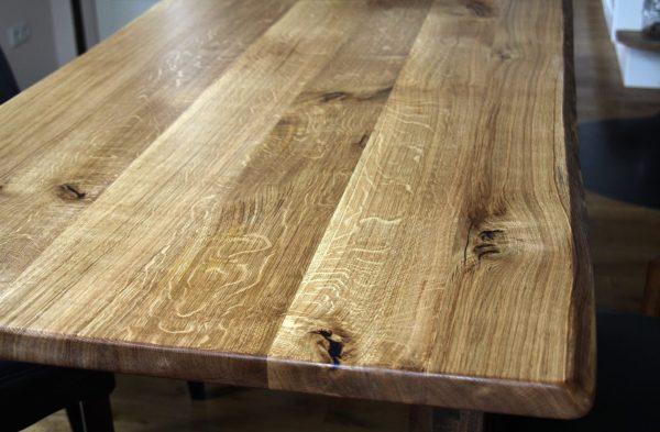 Holz-Tischplatte Eiche, verleimt - Massivholzplatte mit Naturkante bzw. natürlicher Baumkante