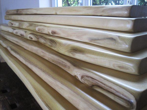 Robinie, falsche Akazie Holzfensterbank mit Naturkante bzw. Baumkante