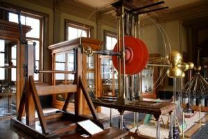 A photograph showing Van Marum's electrostatic generator at the Teylers Museum.
