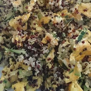 Quinoa met ei en courgette