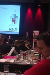 NAU's formand Rasmus Petersen på talerstolen til DUF's delegeretmøde