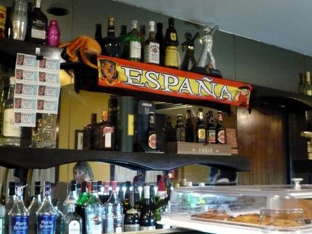 , W hiszpańskim barze – kawa