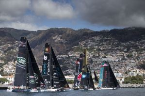 Alinghi remporte l'Act 6 des Extreme Sailing Series dans un incroyable come-back