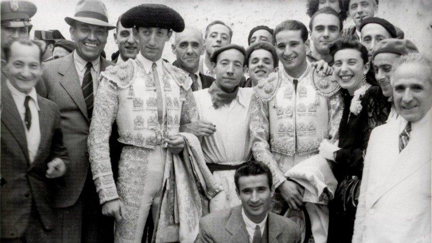 Corrida del 7 de julio de 1943 con Manolete a la izquierda.ZUBIETA Y RETEGUI