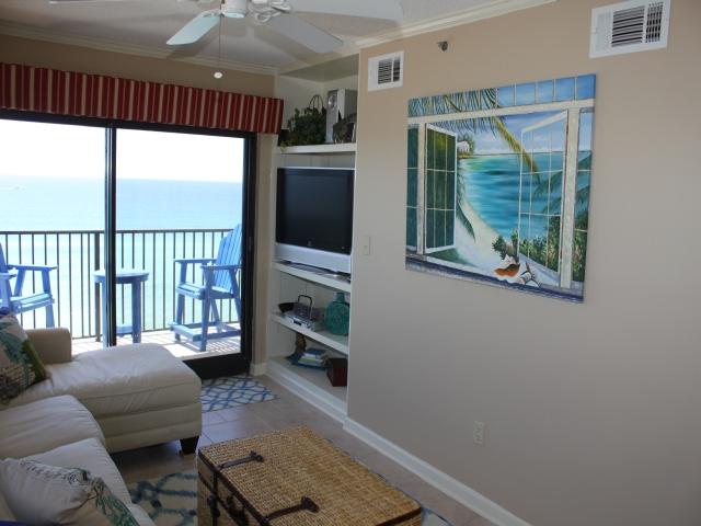 Navarre Vacation  image02_living room