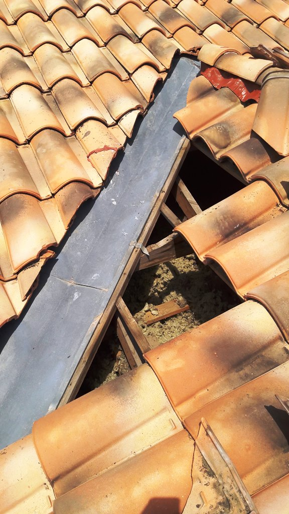 Rénovation arêtiers et rives toiture - Naveri couvreur 31
