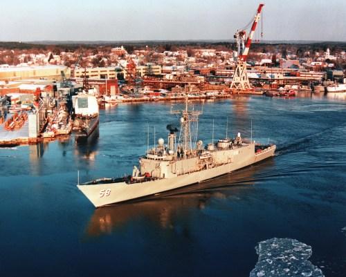 <i>Roberts</i>leaves the Maine shipyard.