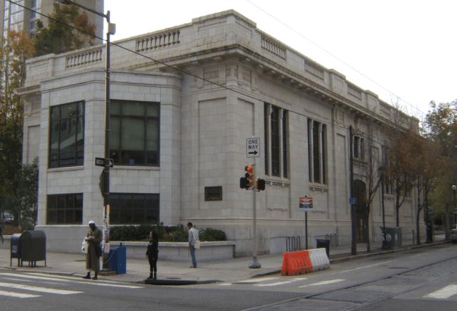 Walnut Street West Branch of the Free Library of Philadelphia (Davidt8/Wikipedia)