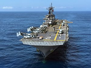 Assault_ship_USS_Essex_(LHD_2)_transits_the_Pacific_Ocean