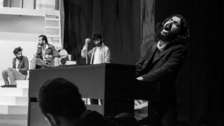 نەوا مکورجی لە نمایشی شانۆگەریی مارا-ساددا 2016
