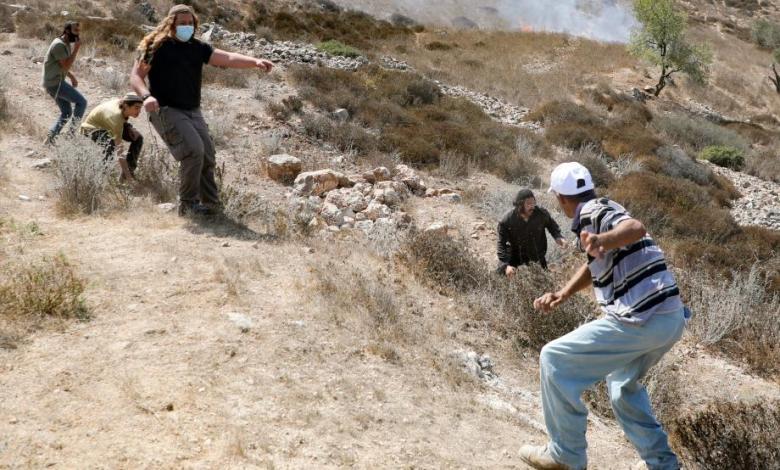 إصابات وأضرار مادية في اعتداء المستوطنين على سكان خربة المفقرة بمسافر يطا