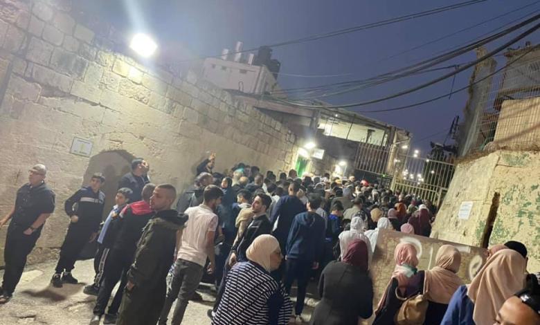 آلاف المواطنين يؤدون صلاة فجر الجمعة في المسجد الإبراهيمي