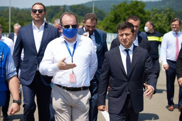 Zełeński na moście granicznym między Gruzją i Abchazją