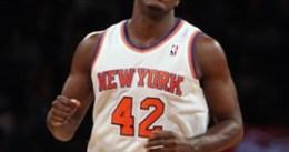La posible firma de Earl Barron, motivo de disputa entre técnicos y dirección de los Knicks