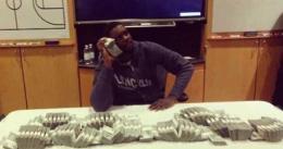 Curso de negocios y economía para los Pacers; Stephenson se hizo una foto con un millón en efectivo