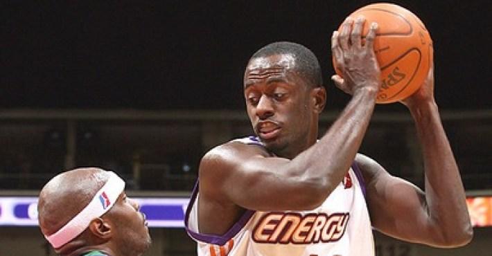 Earl Barron finalizará la temporada con los Phoenix Suns