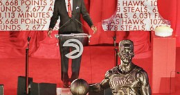 Dominique Wilkins ya tiene su estatua en el Phillips Arena de Atlanta