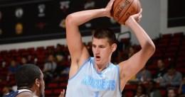 Nikola Jokic frena a los Raptors