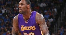 Los Lakers renuevan a Tarik Black por dos temporadas más