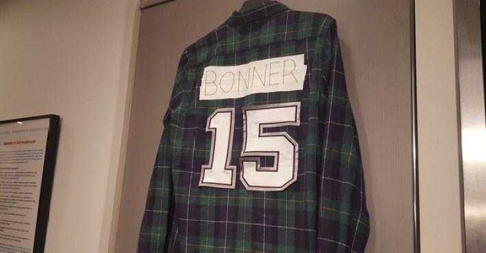 """Los Spurs """"retiran"""" a su manera el uniforme de Matt Bonner"""