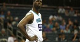 Oficial: Hornets manda a Hibbert a Bucks
