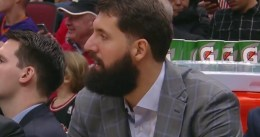 Mirotic acude a su primer partido de los Bulls tras la agresión de Portis