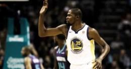 Triple-doble de Kevin Durant en Charlotte